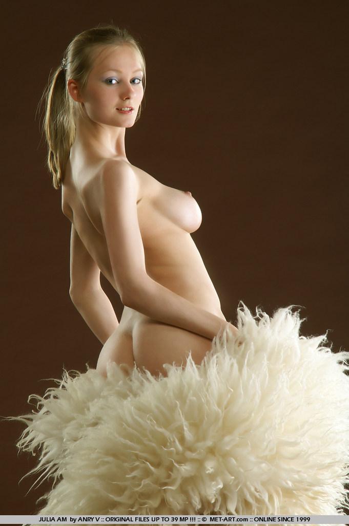 julia-am-fur-met-art-02