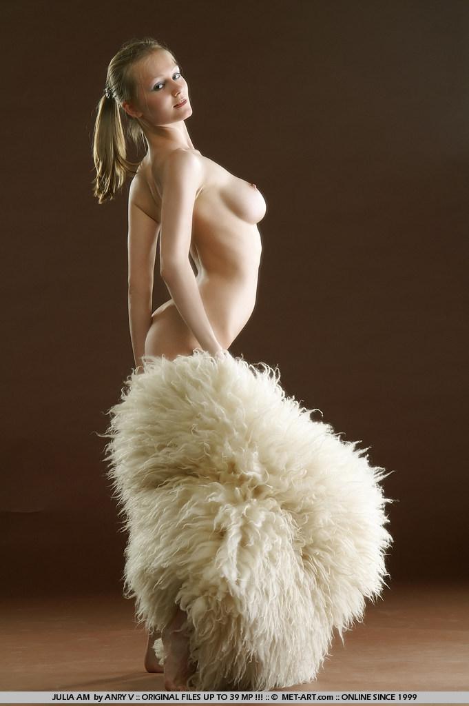 julia-am-fur-met-art-03