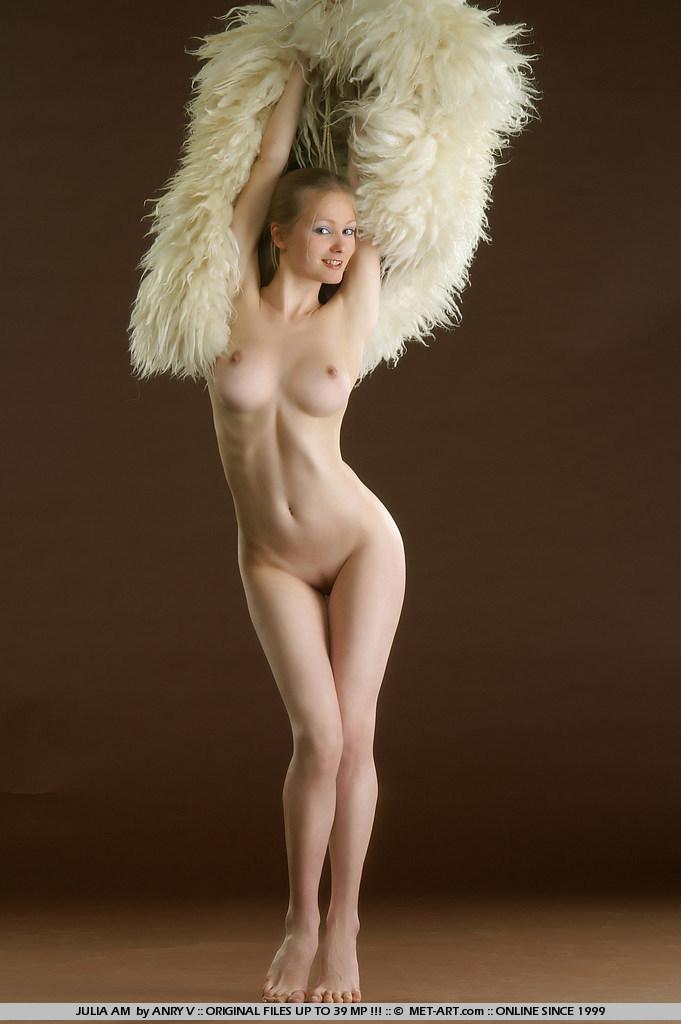 julia-am-fur-met-art-13