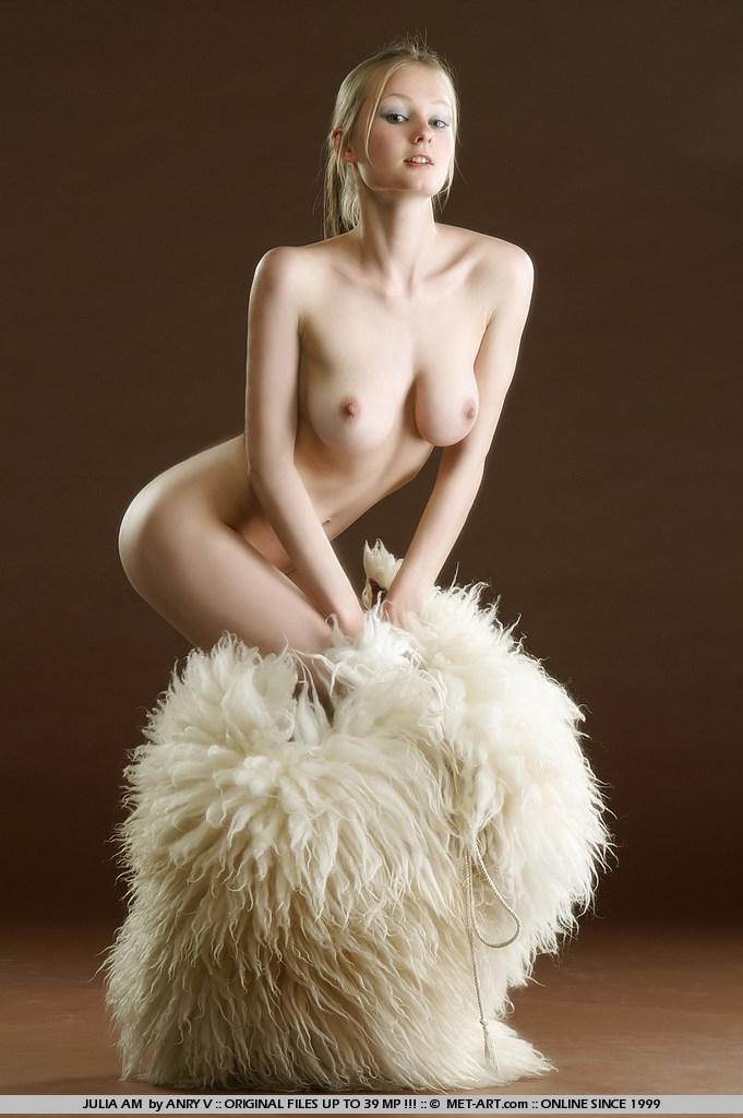julia-am-fur-met-art-14