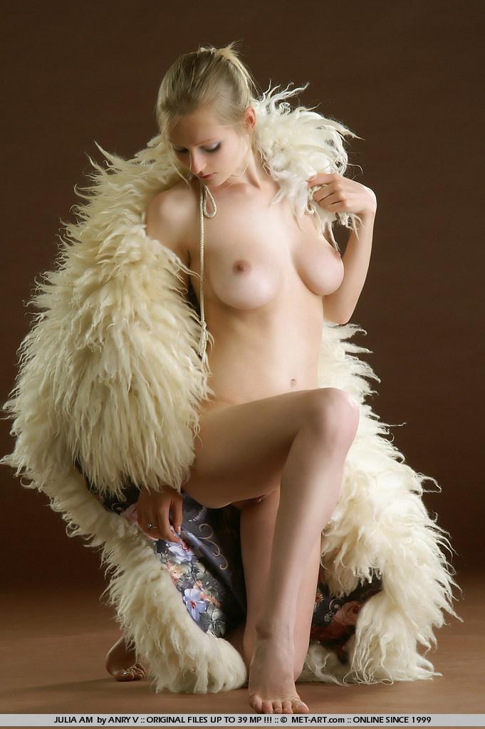 julia-am-fur-met-art-15