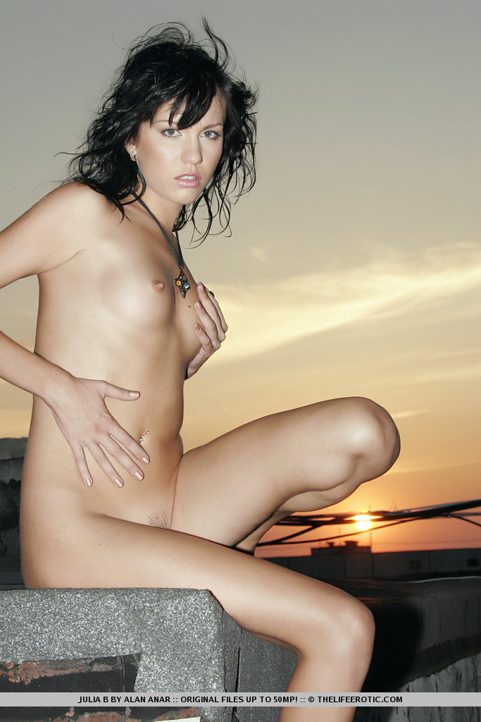 julia-b-brunette-roof-nude-sunset-slim-metart-14