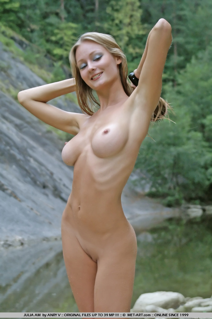 julia-am-nude-outdoor-met-art-01