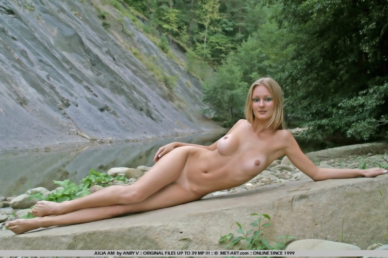 julia-am-nude-outdoor-met-art-08
