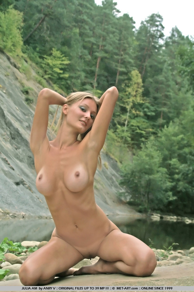 julia-am-nude-outdoor-met-art-19