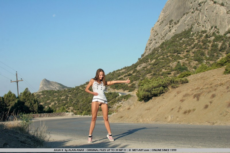 julia-k-naked-hitchhiker-met-art-03