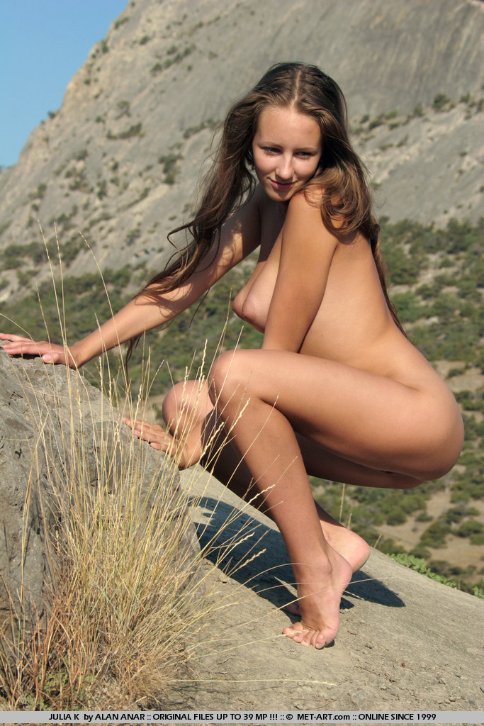 julia-k-naked-hitchhiker-met-art-17
