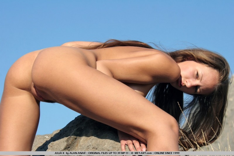 julia-k-naked-hitchhiker-met-art-18