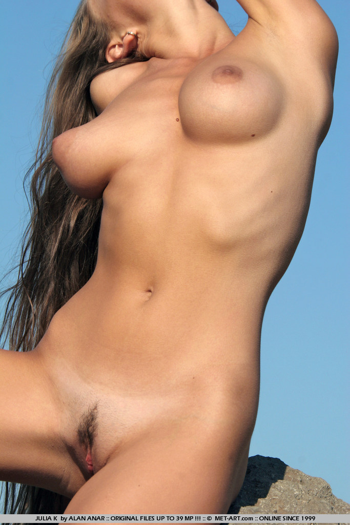 julia-k-naked-hitchhiker-met-art-19