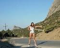 julia-k-naked-hitchhiker-met-art