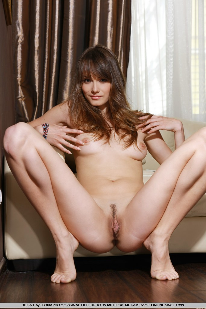 julia-i-nude-sofa-met-art-10