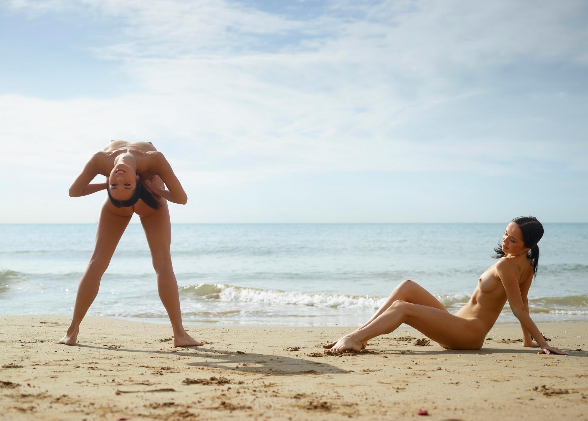 julietta-magdalena-beach-seaside-flexible-twins-hegre-art-07
