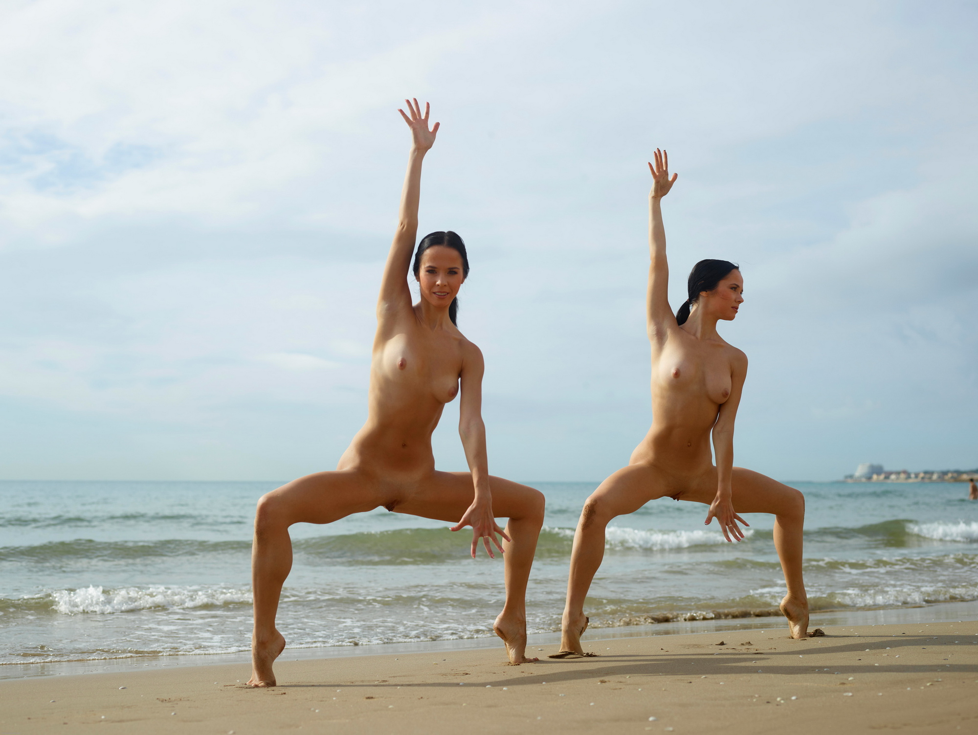 julietta-magdalena-beach-seaside-flexible-twins-hegre-art-42