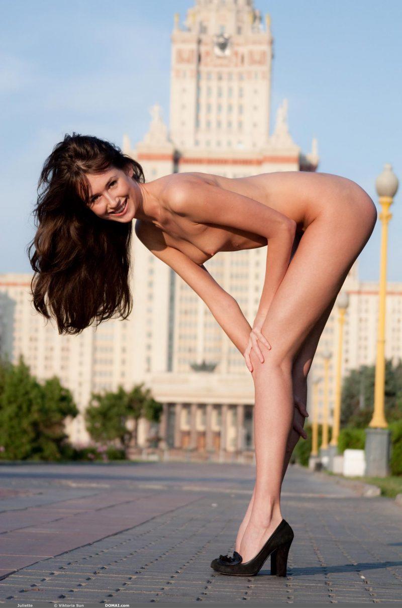 juliette-nude-public-domai-08