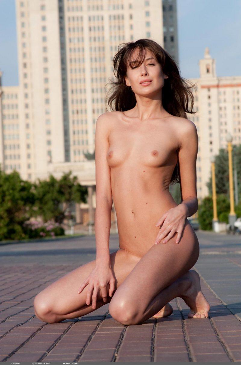 juliette-nude-public-domai-09