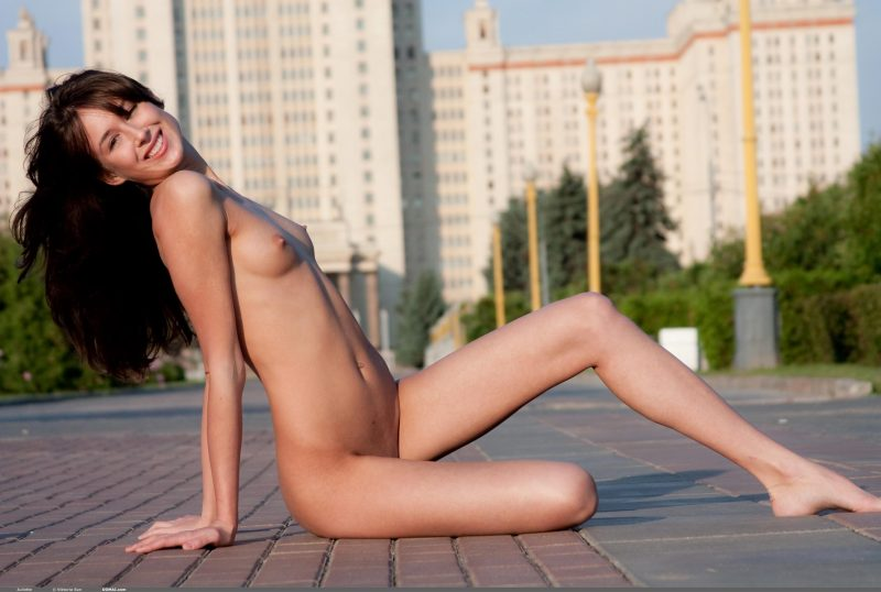 juliette-nude-public-domai-10
