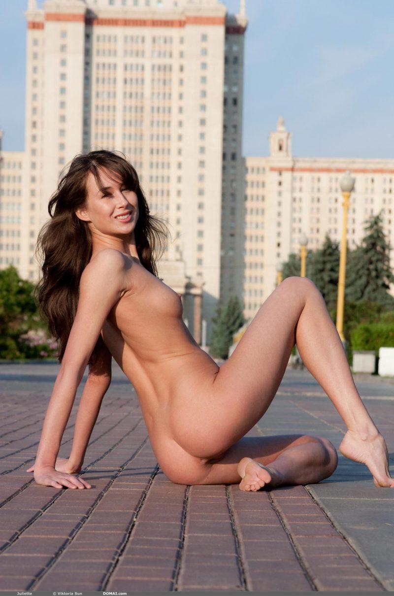 juliette-nude-public-domai-11