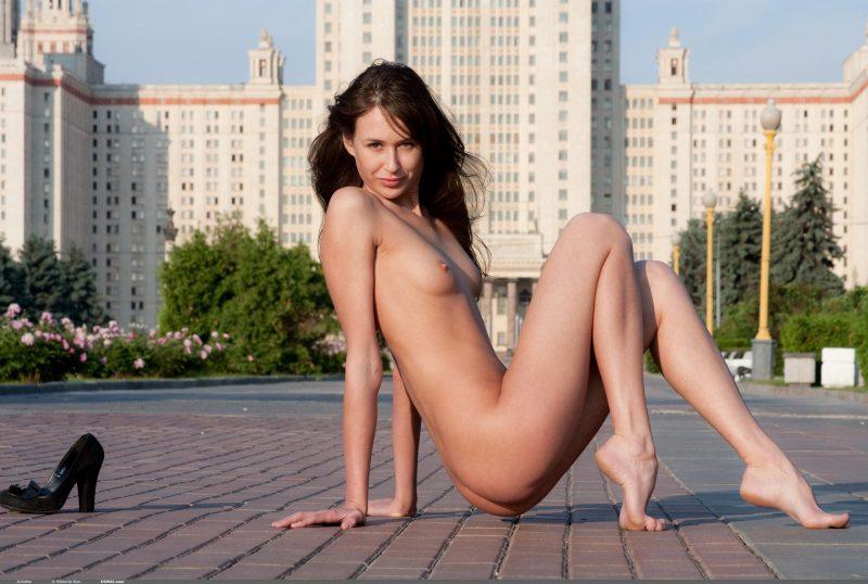 juliette-nude-public-domai-12