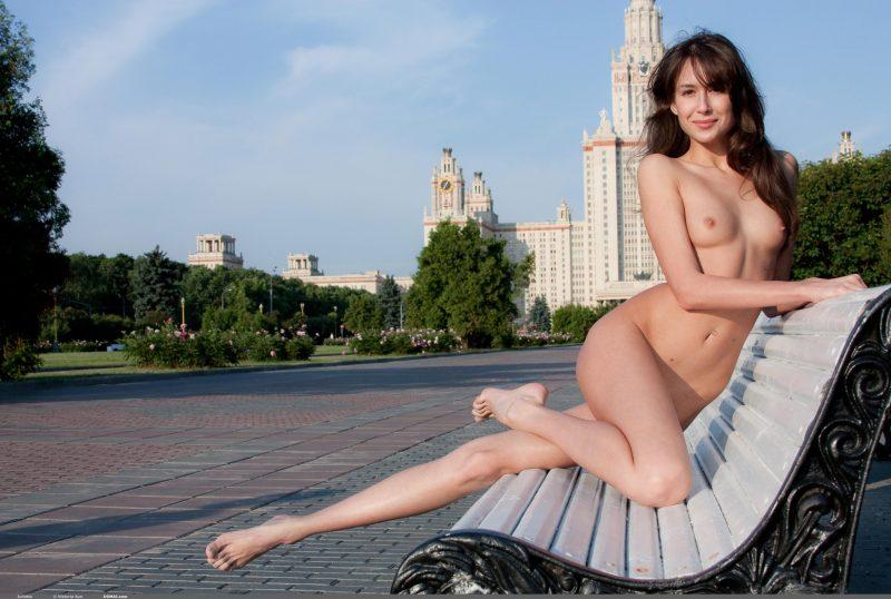 juliette-nude-public-domai-13
