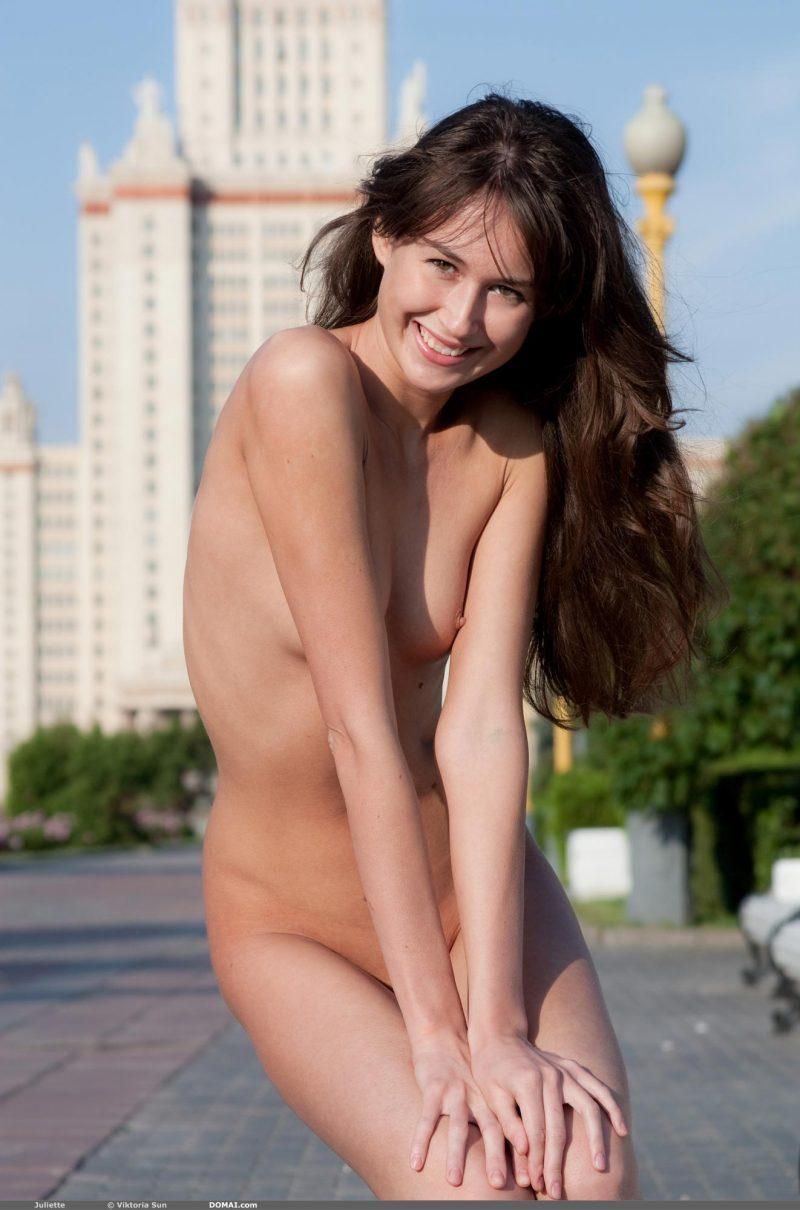 juliette-nude-public-domai-17