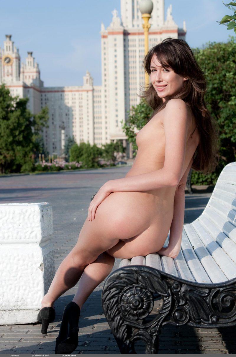 juliette-nude-public-domai-19