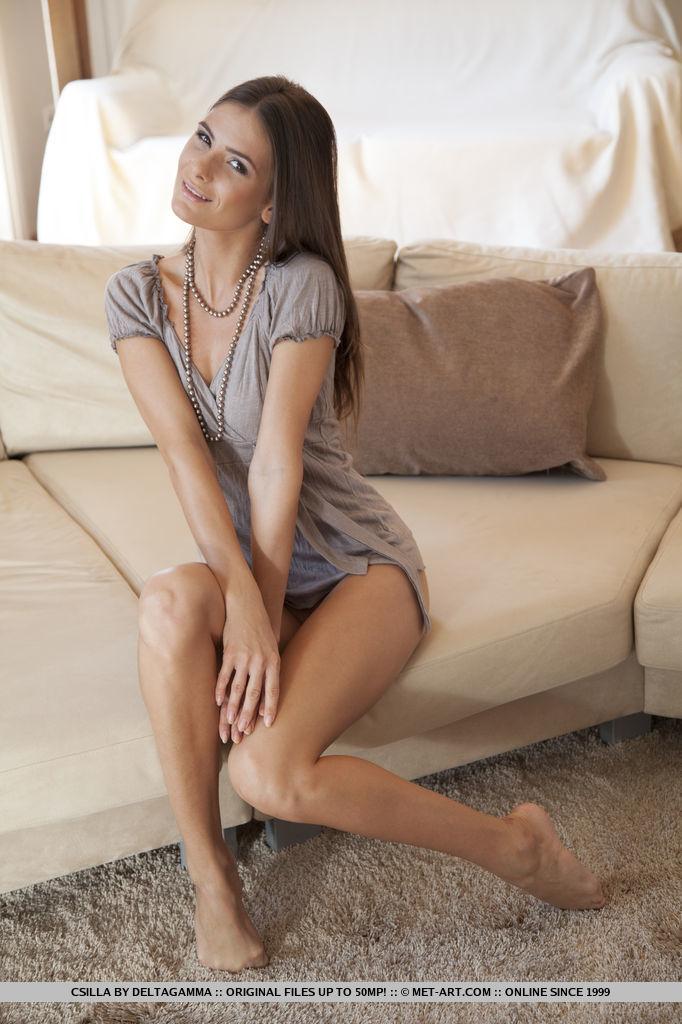 csilla-nude-sofa-metart-03