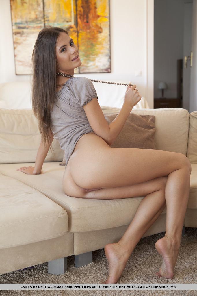 csilla-nude-sofa-metart-05