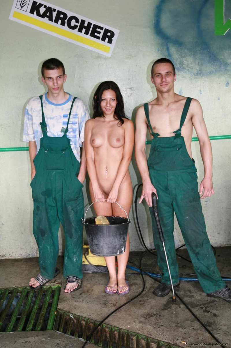 justyna-naked-car-wash-nude-in-public-01