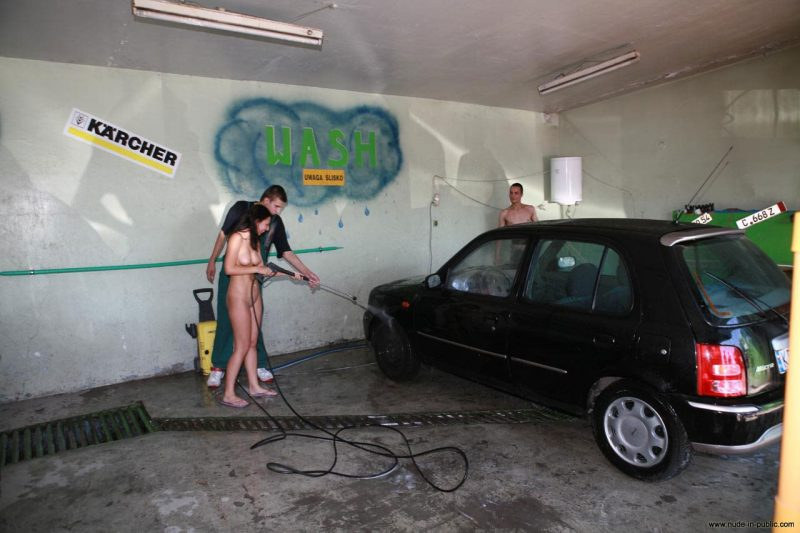 justyna-naked-car-wash-nude-in-public-03