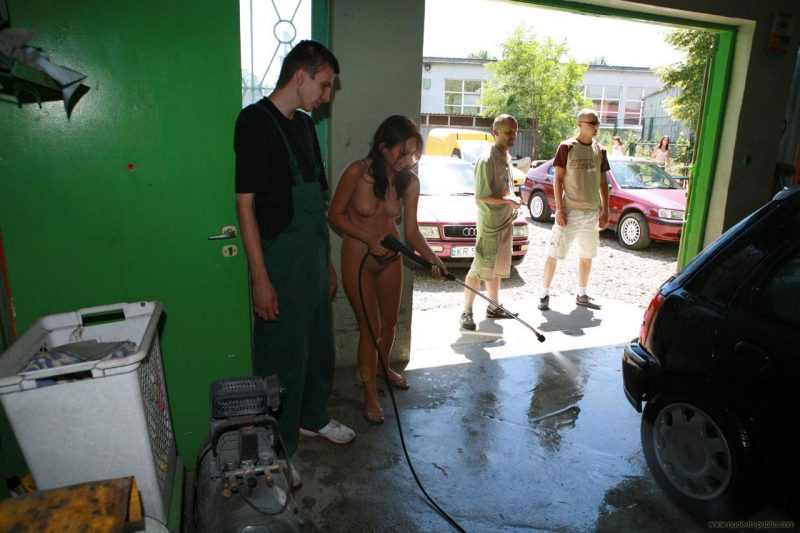 justyna-naked-car-wash-nude-in-public-06