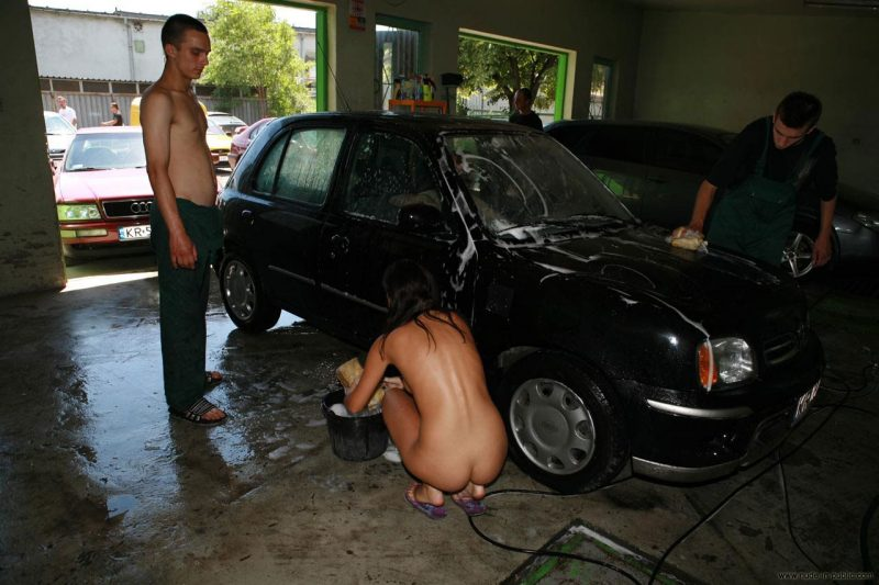 justyna-naked-car-wash-nude-in-public-09