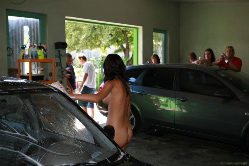 justyna-naked-car-wash-nude-in-public-17