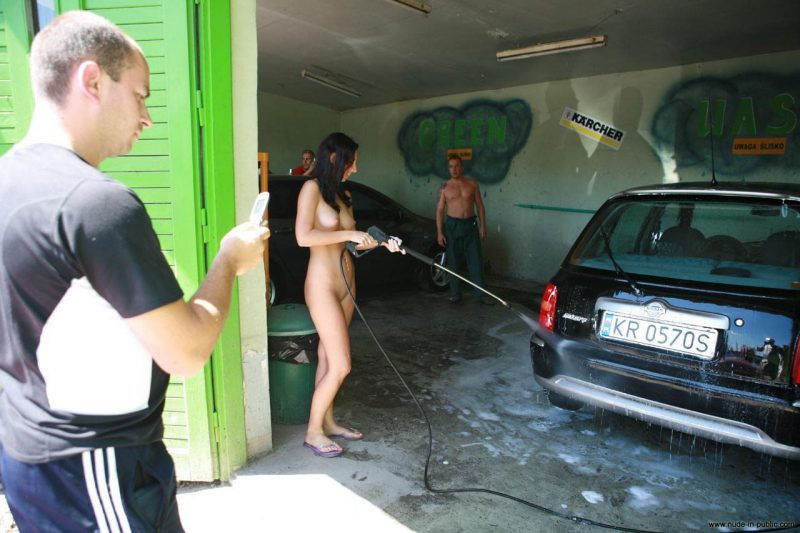 justyna-naked-car-wash-nude-in-public-22