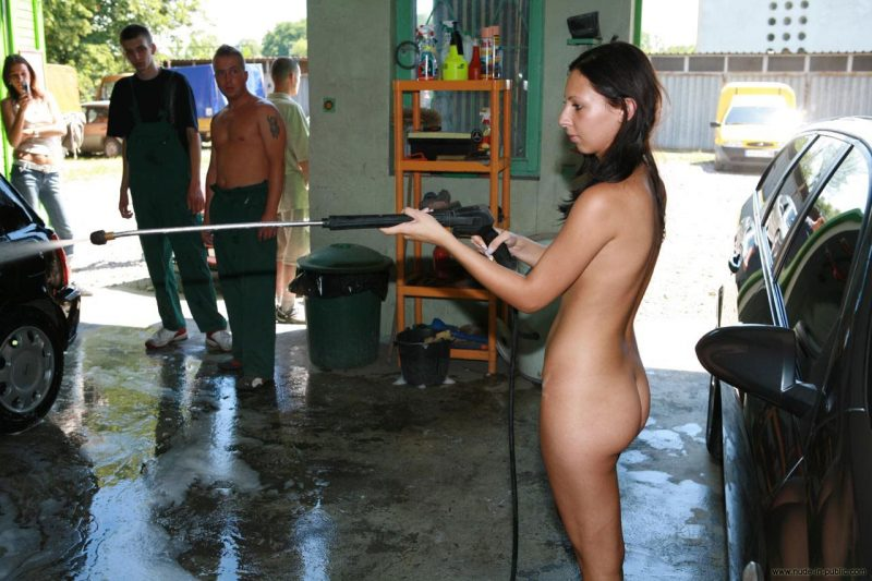 justyna-naked-car-wash-nude-in-public-27
