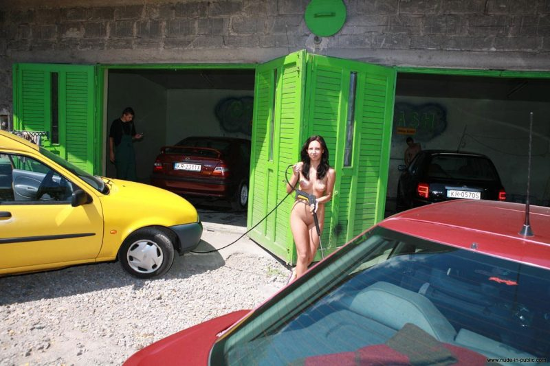 justyna-naked-car-wash-nude-in-public-29