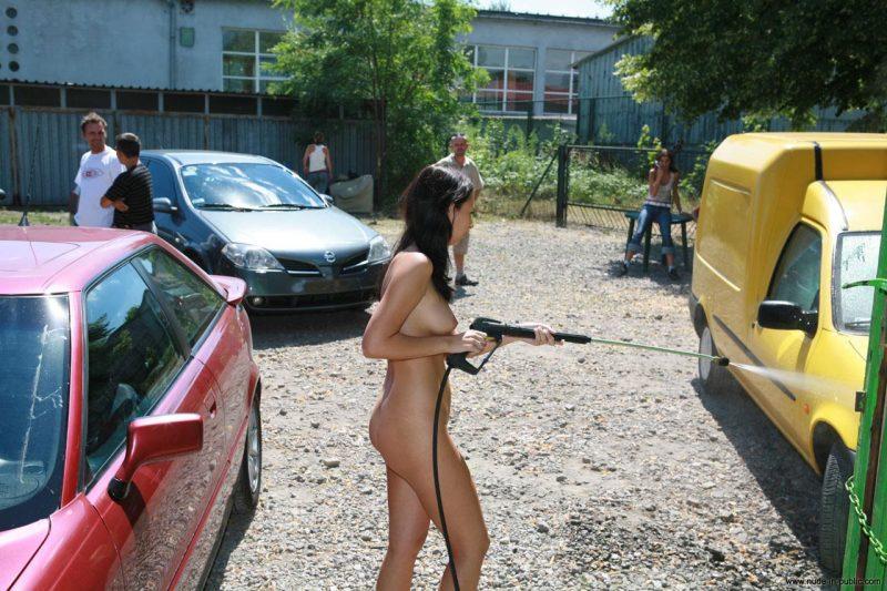 naked sisters wash car