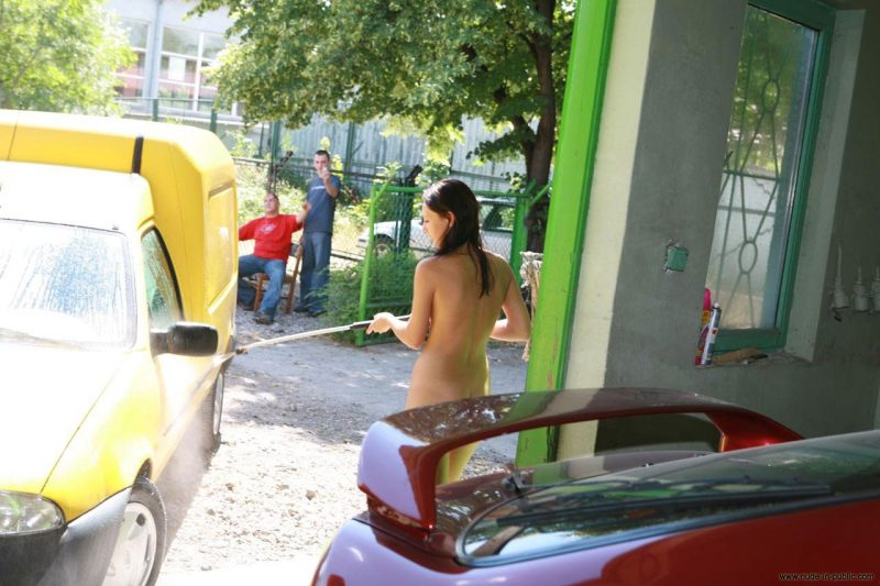 justyna-naked-car-wash-nude-in-public-33