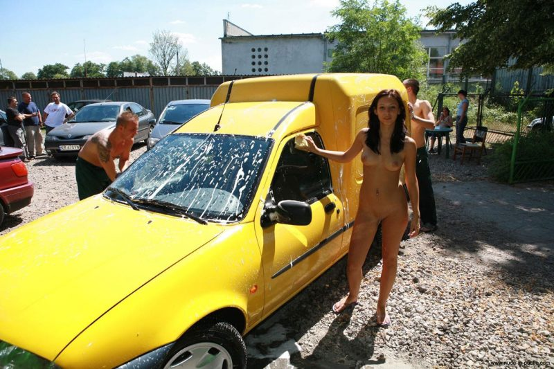justyna-naked-car-wash-nude-in-public-44