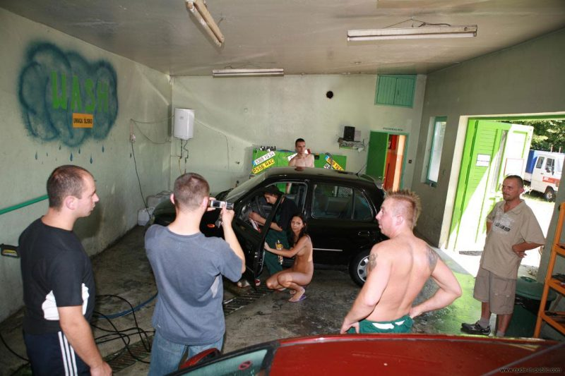 justyna-naked-car-wash-nude-in-public-62