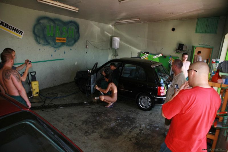justyna-naked-car-wash-nude-in-public-63
