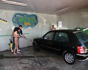 justyna-naked-car-wash-nude-in-public