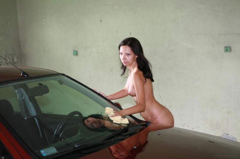 justyna-carwash-nude-in-public-02