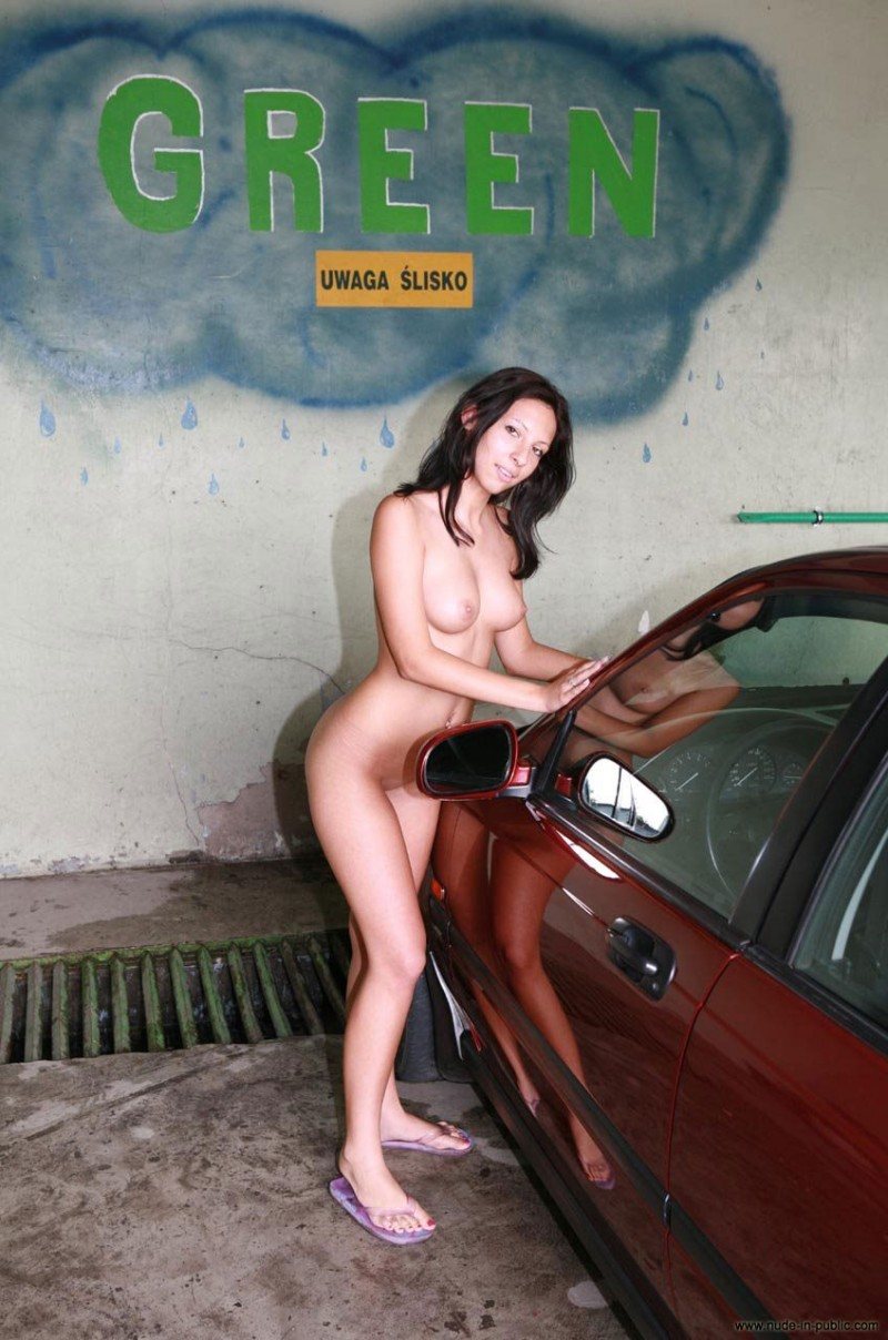 justyna-carwash-nude-in-public-04