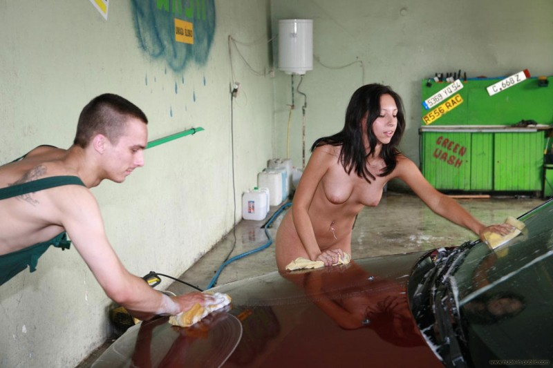 justyna-carwash-nude-in-public-08