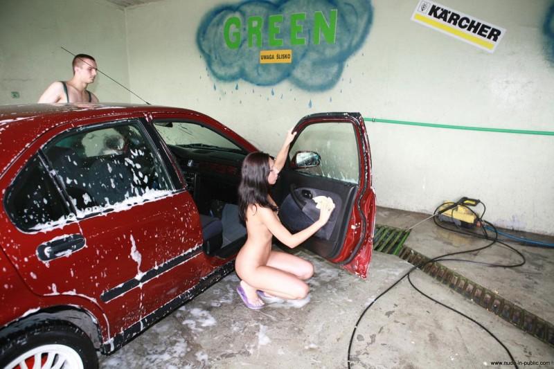 justyna-carwash-nude-in-public-15