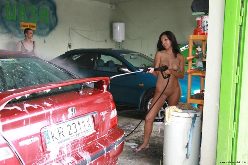 justyna-carwash-nude-in-public-29