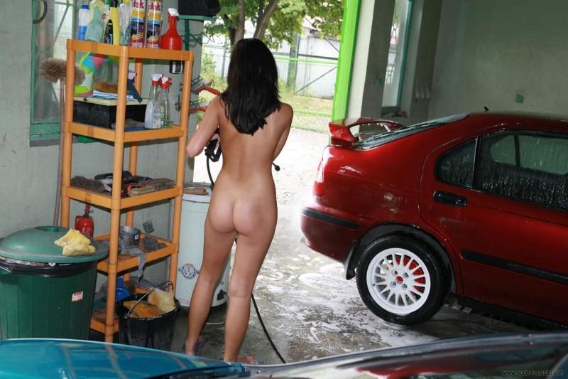 justyna-carwash-nude-in-public-30