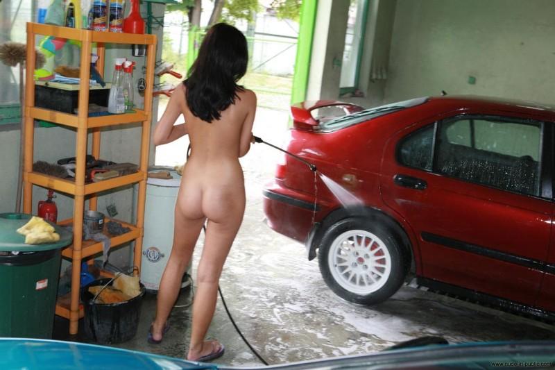 justyna-carwash-nude-in-public-31
