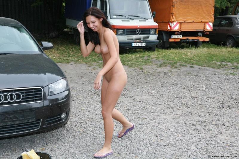 justyna-carwash-nude-in-public-32