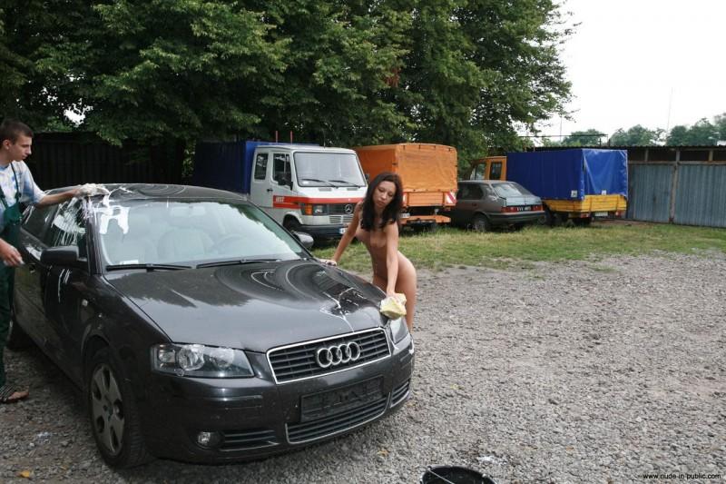justyna-carwash-nude-in-public-36